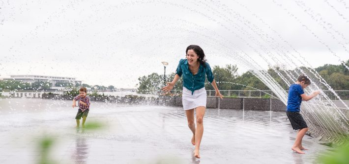 DC widow blog writer Marjorie Brimley plays in fountain with her two sons